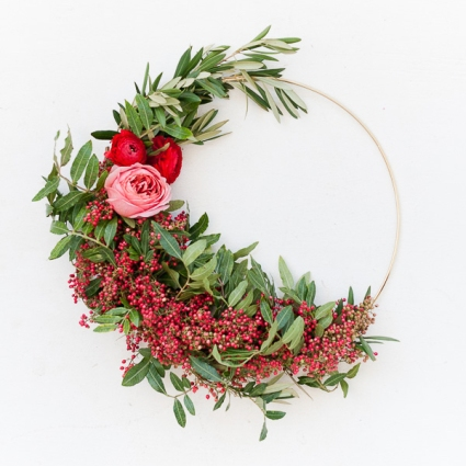 asymmetrical-holiday-wreath